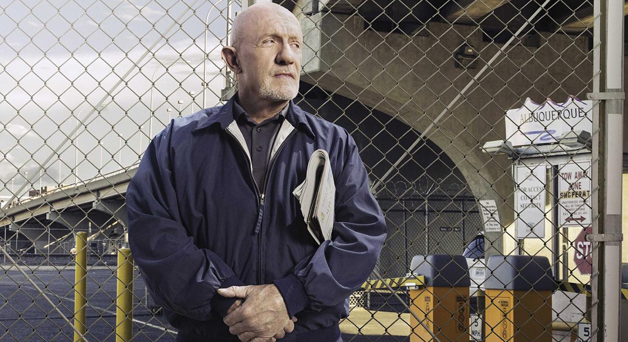 Jonathan Banks interpère Mike. Le personnage le plus puissant de cette série.